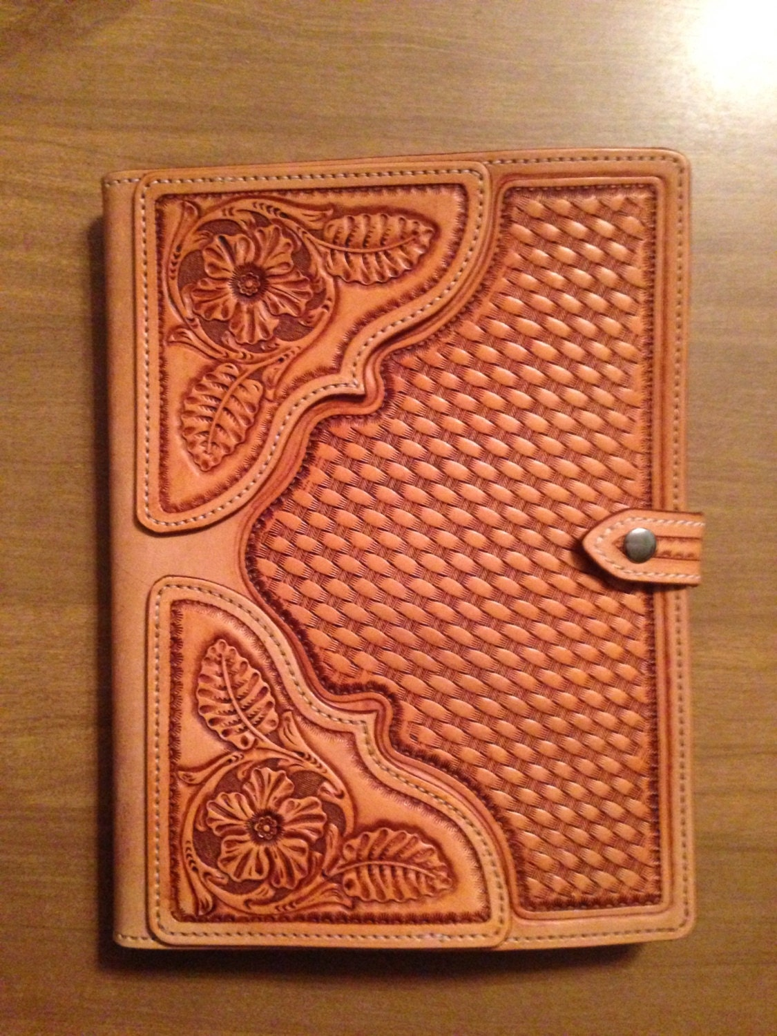 Book Cover Case : Hand tooled leather ipad case