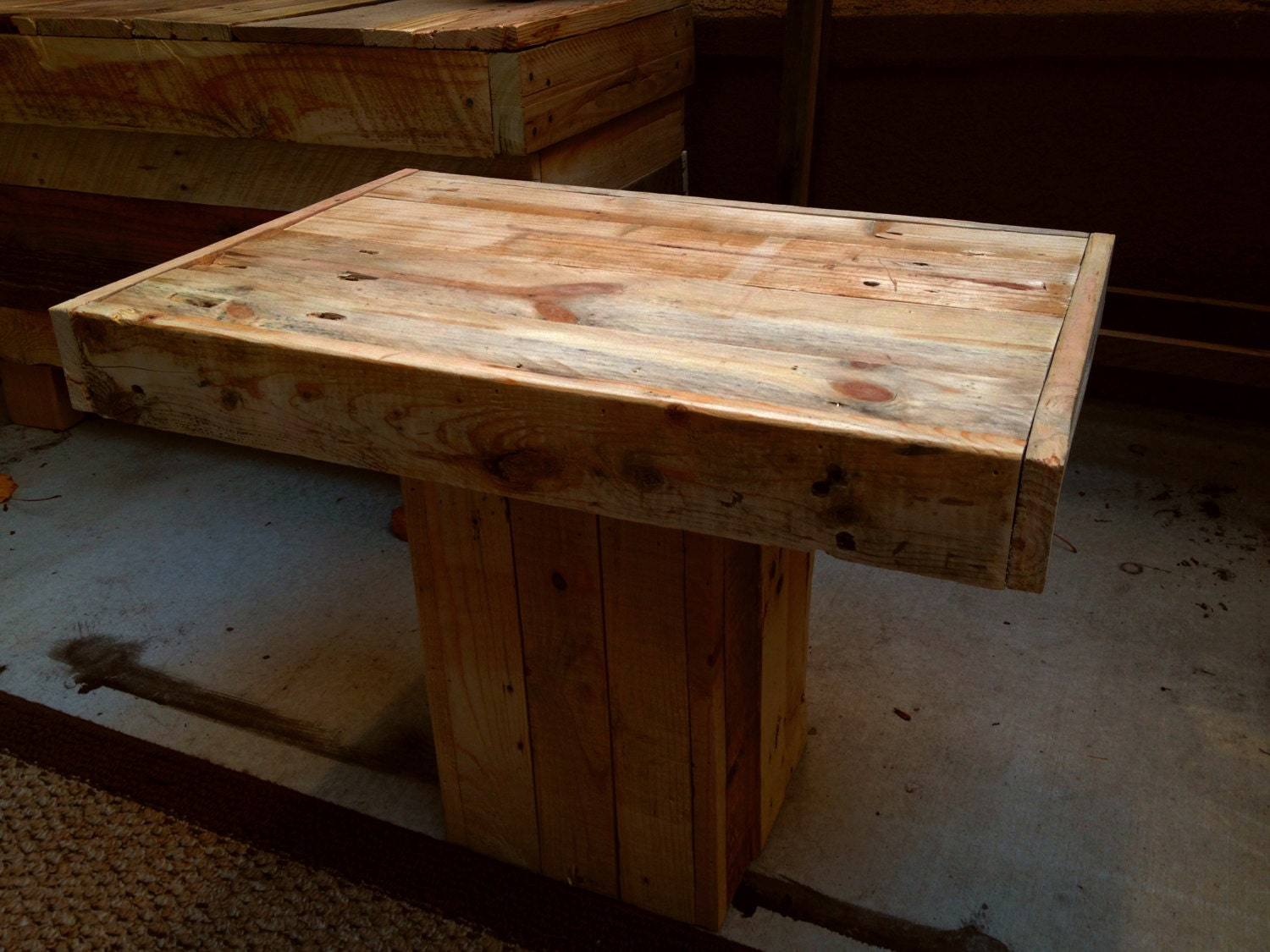 Small rustic coffee table this design is a great for Small rustic wood coffee table