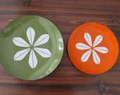 Pair of Mid-Century Cathrineholm Lotus Enamel Platters Plates in Green and Orange, Norway