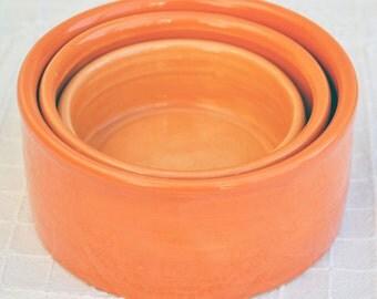 KLAAR VOOR VERZENDING - In Elkaar Passende Schalen in Ton-sur-ton Tinten gaande van Fel Oranje tot Zacht Oranje - set van 3 stuks