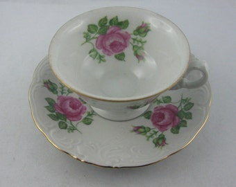 ROSY: Magical Mocha porcelain cup with decorative roses and gold rim. Before 1960. Zaklad Porcelany Wawel Walbrzych, Poland. Vintage