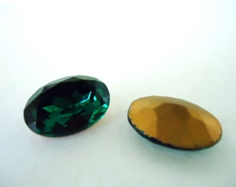 Vintage Glass Oval Emerald Green colour Foiled Czech Rhinestone 18mm x 13mm-2 pieces.