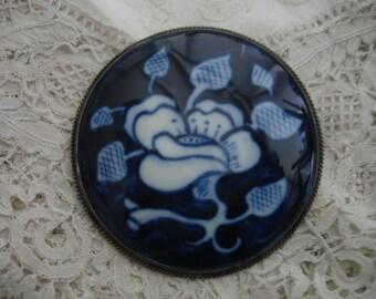 Delft blue brooch silver rimmed large