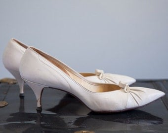 Ivory 1960s leather pumps