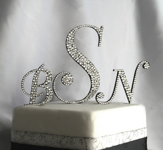 L I N K S C R I P T B U M B B L E G U M H T T P M E G A U R L I N T G H B B C: Items Similar To Three Initial Monogram Cake Topper In Any