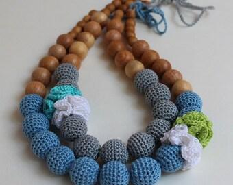 Nursing necklace with flower for slinging mom
