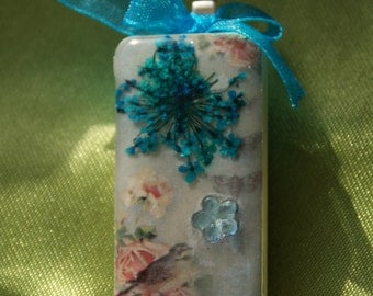 Altered domino tile pendant - Bird and flowers