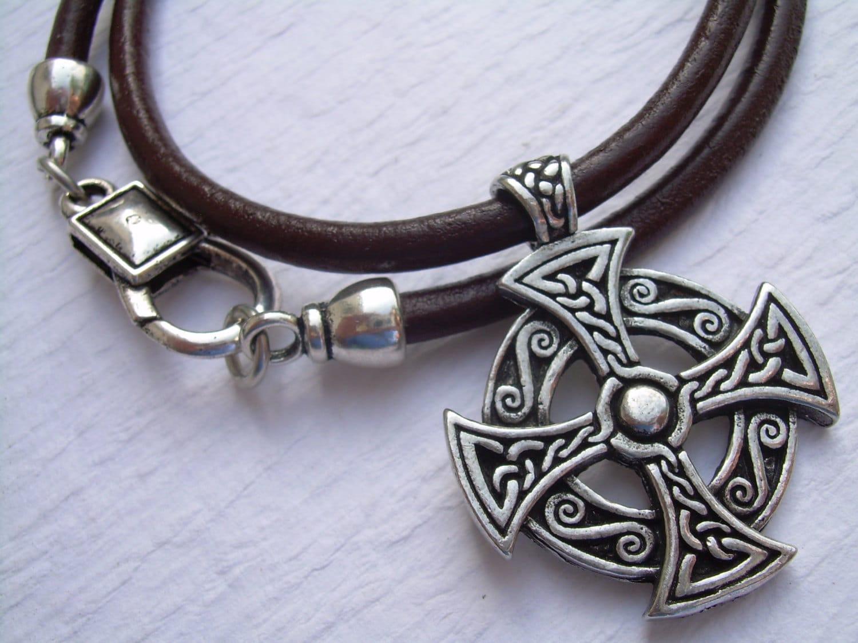 leather necklace celtic cross pendant men 39 s cross. Black Bedroom Furniture Sets. Home Design Ideas