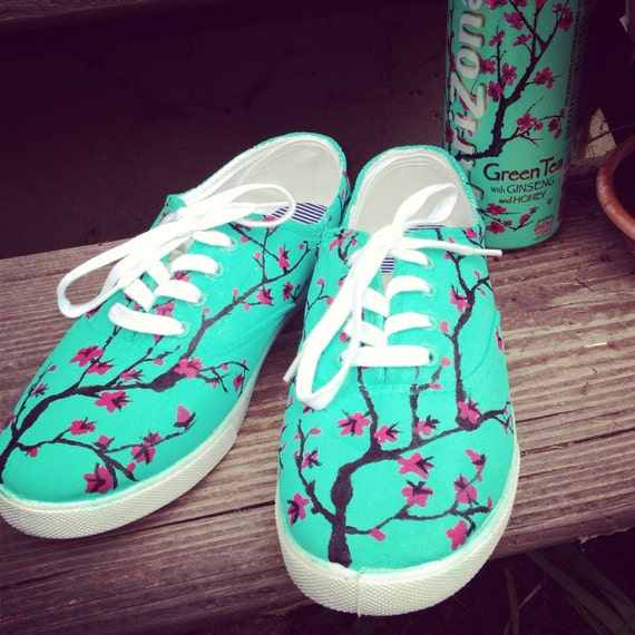 arizona green tea themed painted shoes by jessikundrickshoeart