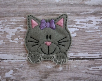 Chloe Kitten with Paws Feltie Embroidery Design