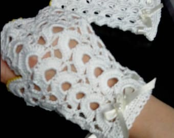 Openwork white gloves in hook
