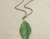 eXtRa LoNg NecKLaCe, GrEen LeAf  mEtAL peNdAnT aNtiQued bRoNZe FRee SHiPPinG