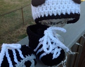 Crocheted soccer cleats and hat for babies in three sizes