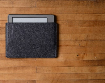 Simple Kindle Sleeve - Charcoal Felt - Long Side Opening