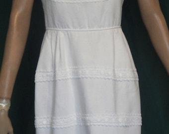 Lovely Vintage White Pique Lace Trimmed Straight Skirt Dress B36