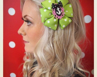 Pin Up-style polka dot anchor Hair clip, light green
