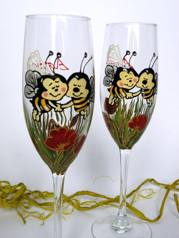 Hand painted Wedding Toasting Flutes Set of 2 Personalized Champagne glasses Bees, red poppies , green grass bride bee and groom bee