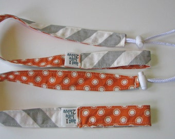 set of 2 Sippy toy leashes tethers