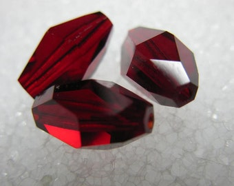 Swarovski Siam Red Polygon Crystal Beads 12 x 8 Unused Old Stock 5203 6 Pieces