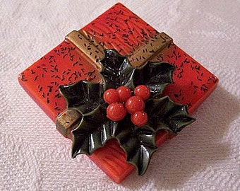 Holly Christmas Gift Pin Brooch Gold Tone Vintage Square Box Red Berries Ribbon