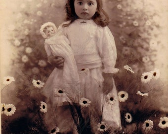 Vintage photo ,Girl with Daisies, Instant download