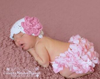 NEWBORN Baby Girl Hat, Crochet Flapper Hat, White with Rose Pink Flower. Handmade Hat. Newborn Photo Props. Baby Shower Gift. Kids Hat.