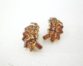 Vintage Amber Rhinestone Earrings Weiss Clip On Gold Tone Signed Prong Set Mid Century Costume Jewelry GallivantsVintage