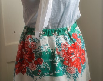 Women's Green and Red Roses Floral Retro Tablecloth Skirt Size Medium
