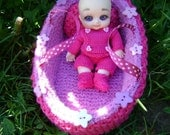 118. French and english knitting pattern PDF - Bassinet with pillow and blanket for BJD doll Nappy choo