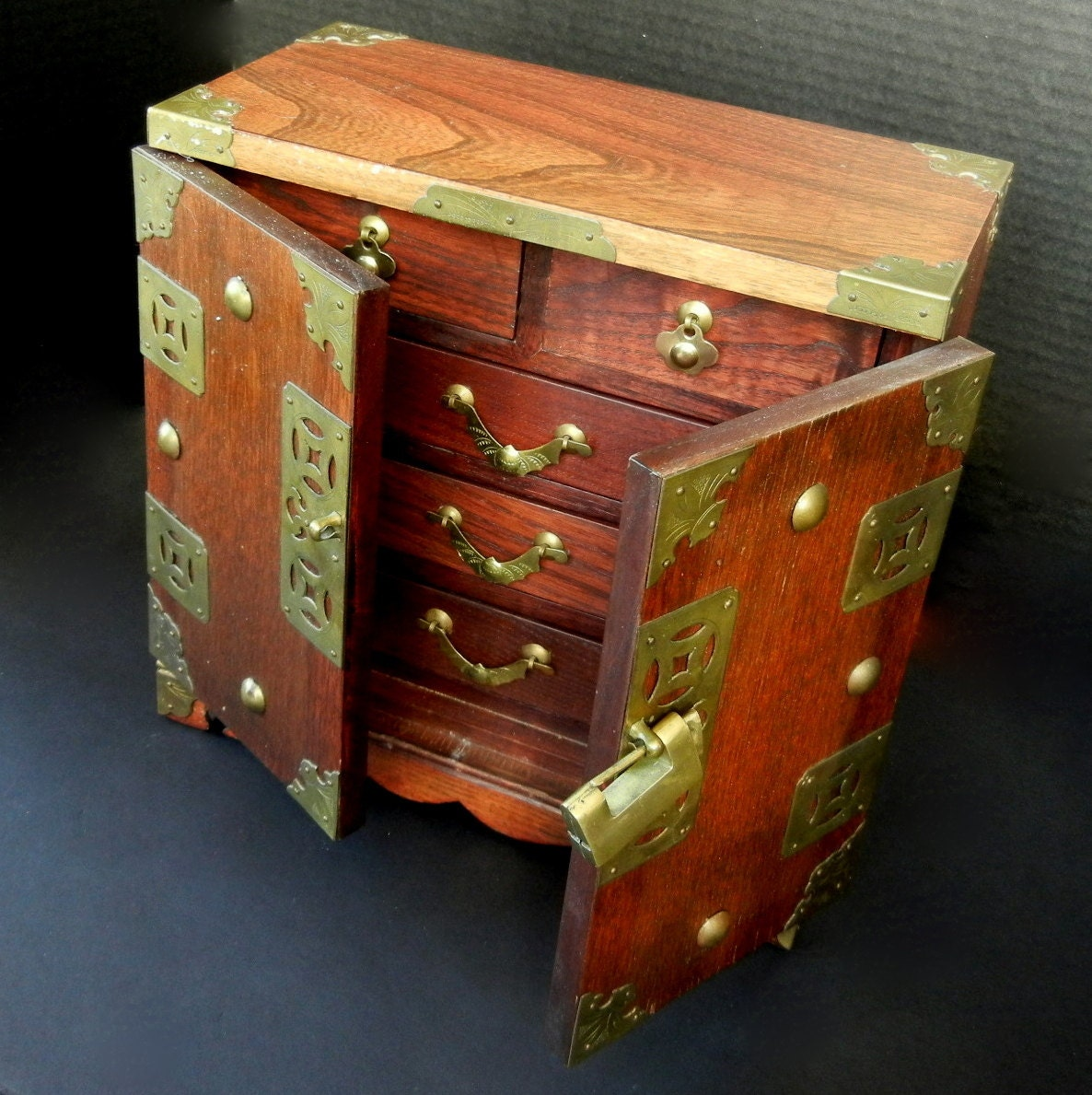 Solid wood oriental chinese jewelry trinket box w five lined for Solid wood jewelry chest