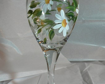 Hand Painted White Daisies Wine Glass