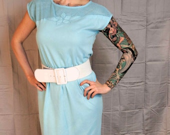 You And Sky 1980s Does 1950s Vintage Times Up Le Temps Sky Blue Wiggle Shift Dress With Mesh Collar And Flower Embroidery Sz Medium / Large