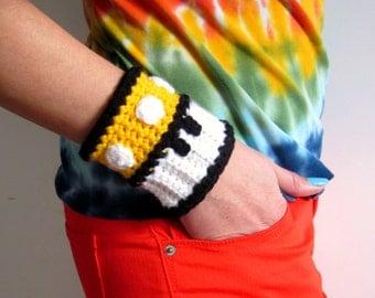 Mario Brothers Yellow Mushroom Power Cuff. Super Mario Bros 1up Inspired Crochet Bracelet Wristband. Gamer Accessory. Video Game Cosplay.