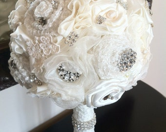 Wedding Bouquet / Vintage Inspired Ivory Bridal Bouquet / Alternative Bouquet / Bouquets / Brooch Bouquet