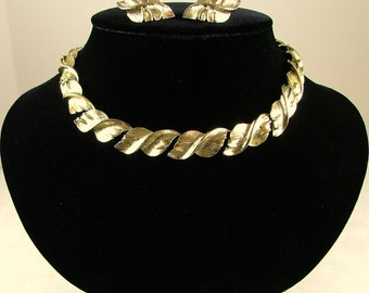 CORO Necklace and Clip On Earring Set