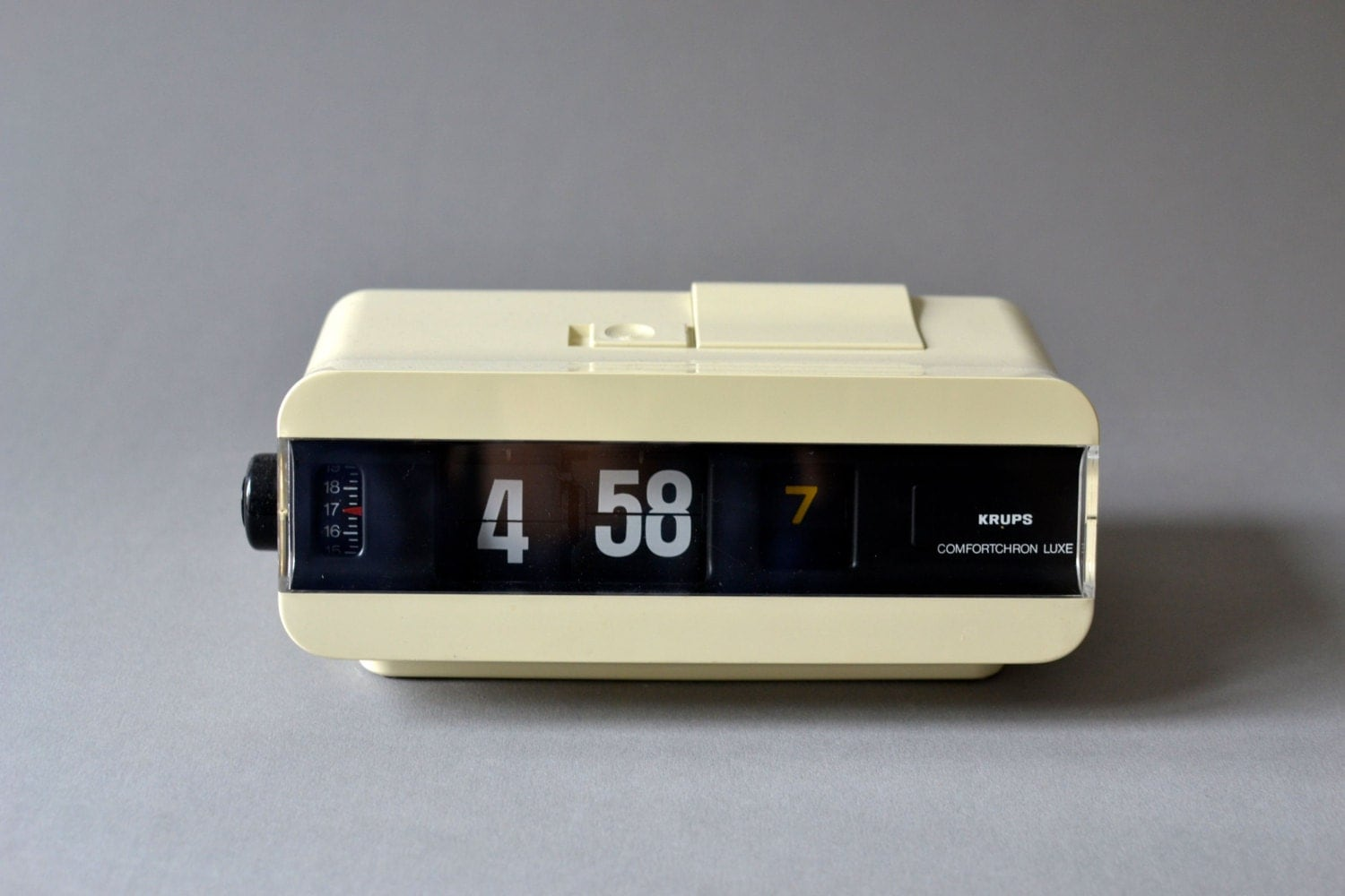 Vintage flip clock alarm clock west german krups white White flip clock