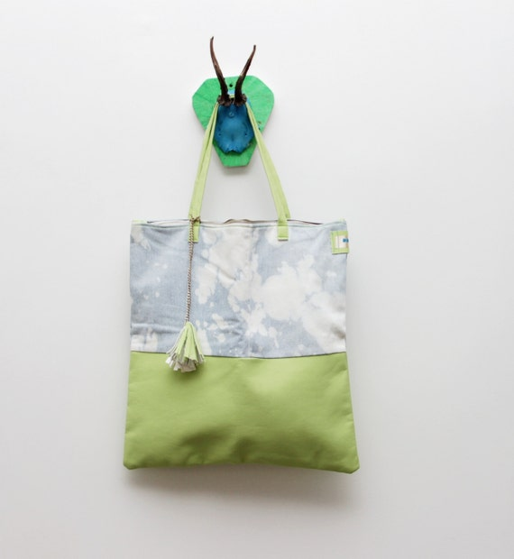 P U R E  W A T E R / Pastel green & White large jeans and leather tote bag