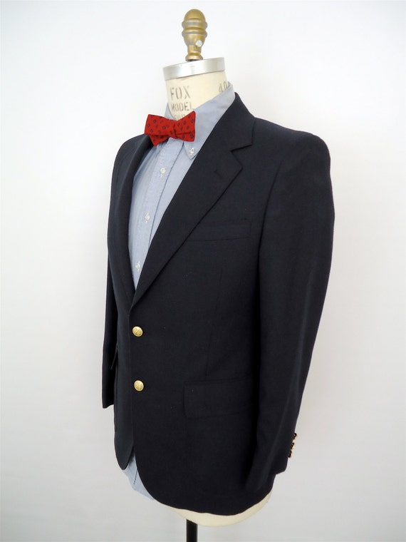 Classic Navy Blue Blazer Gold Buttons / vintage sport coat