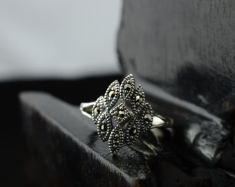 bali sterling silver ring--size 7