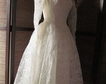 1950s Classic Wedding Dress Perfect