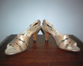Vintage 50s 60s AMANO Luctie Gold  Champagne Bombshell  Peep Toe Mad Men Leather Vinyl Sling Back Pumps Heels Shoes Size 7 1/2 AAA