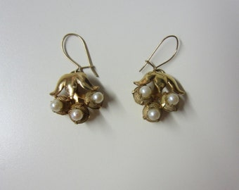SALE!!! Delicate Pearl Earrings Gold Flowers Old Hollywood Glamour Vintage 1940s 1950s