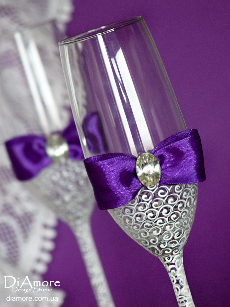 white and purple personalized wedding set champagne flutes