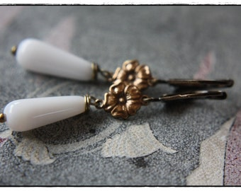 Art nouveau - brazen victorian style Earrings with white glass beads