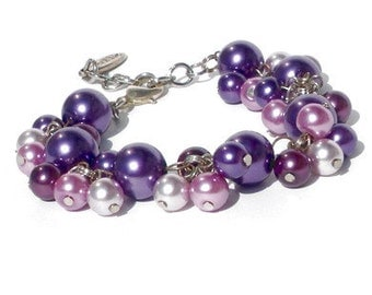 Lilac and purple bracelet. Handcrafted bracelet with lilac glass pearls and purple glass pearls, handmade violet wristband, own Dutch design