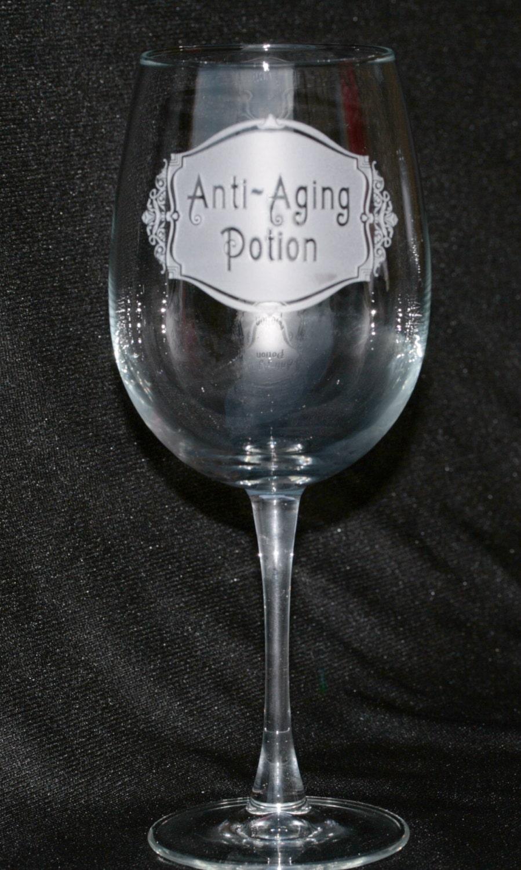 Anti Static Glass : Anti aging potion wine glass humorous gift