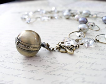 Classic Pearl Steampunk Necklace, Light Mother of Pearl Necklace, Victorian Necklace