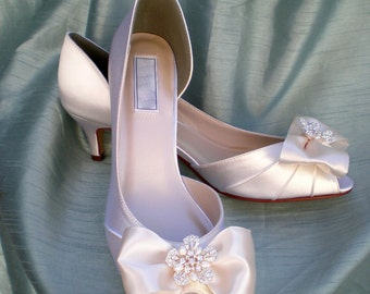Wedding Shoes Ivory Pearl -- Ivory Wedding shoes -- Low heel  size 8