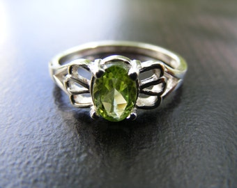 15% Off Sale.S285 New Sterling Silver Looping Filigree Inspired Ring with 1 carat Natural Peridot Gemstone