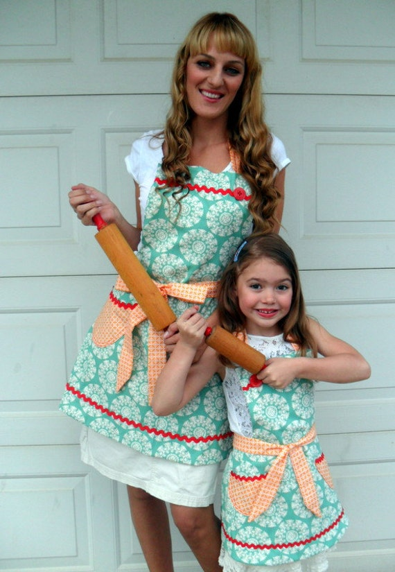 Mother Daughter Matching Aprons Reversible Apron Set